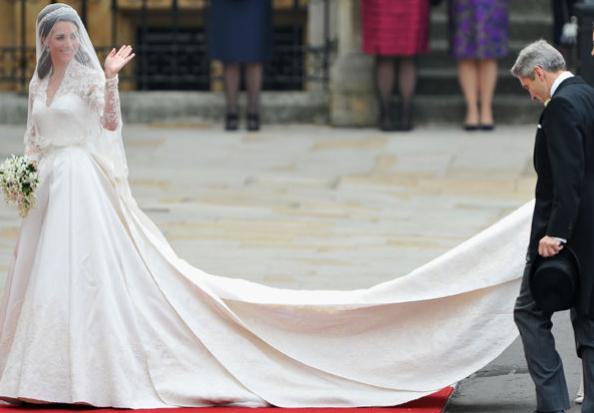 Royal Wedding: Kate Middleton's dress was designed by Sarah Burton from Alexander McQueen Studio Captura de ecra   2011 04 29 16