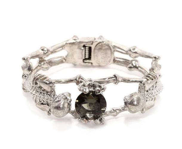 9ed283d4-3756-11e3-b7d0-062e13789e081  Dark & Mysterious Jewelry 9ed283d4 3756 11e3 b7d0 062e13789e081