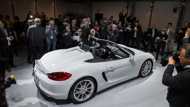 NEW-YORK-INTERNATIONAL-AUTO-SHOW-2015-highlights_Porsche-Boxster-Spyder  New York International Auto Show 2015 - Highlights NEW YORK INTERNATIONAL AUTO SHOW 2015 highlights Porsche Boxster Spyder e1432110069591