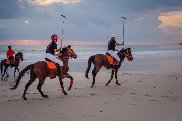 club-deluxe-luxury-sports-equestrian-fun-2  Luxury Sports - Equestrian Fun club deluxe luxury sports equestrian fun 2